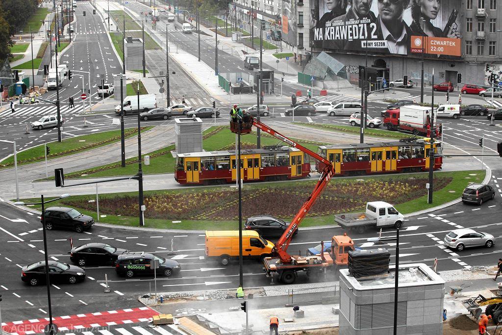 Rondo ONZ. Widok na ul. Prostą. Kierowcy zyskali tu więcej pasów ruchu