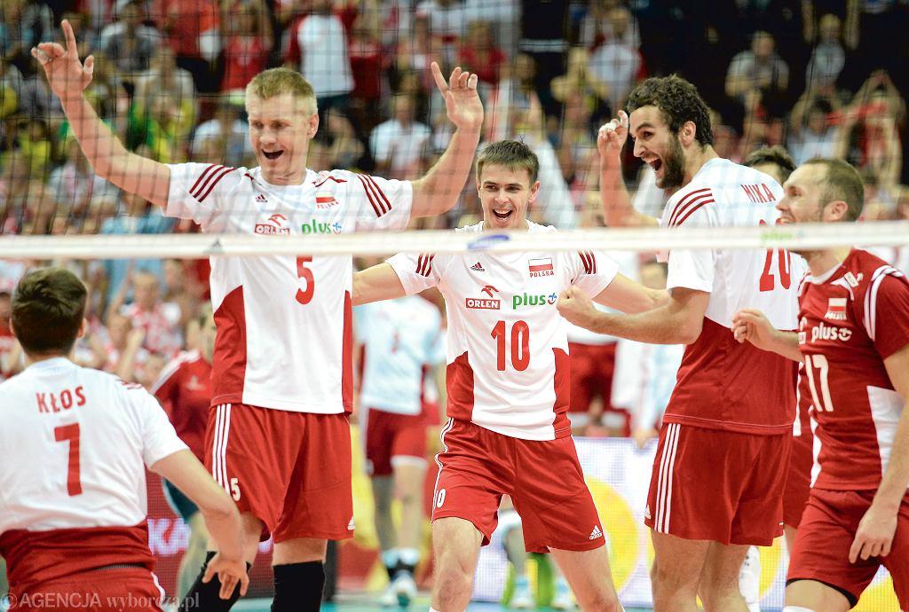 9-18.10 - w Bułgarii i we Włoszech mistrzostwa Europy siatkarzy.