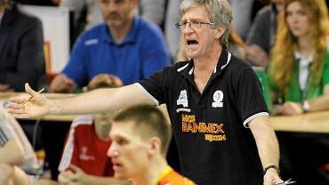 Trener Roberto Santilli podczas meczu MKS