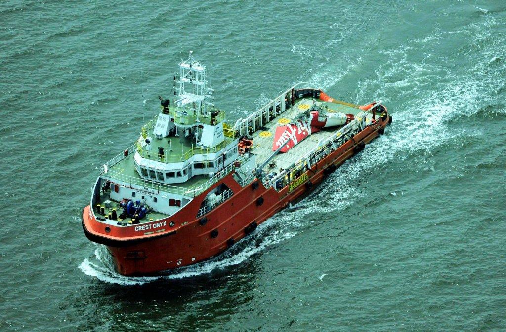 Ogon rozbitego airbusa na pokładzie okrętu ratowniczego