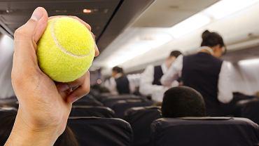 Piłka tenisowa może pomóc przetrwać długą podróż samolotem