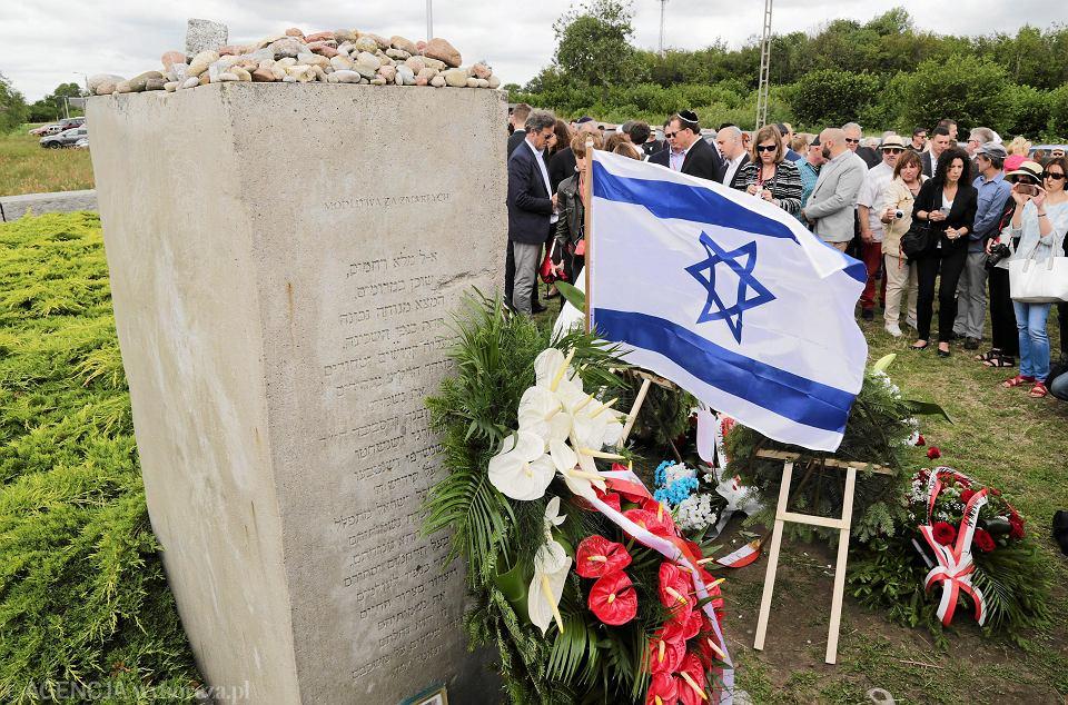 10 lipca, uroczystości 75. rocznicy pogromu w Jedwabnem. Jak co roku nie pojawił się na nich żaden z przedstawicieli lokalnych władz