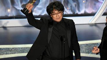To jest noc Bonga Joon-Ho. Na zdjęciu: reżyser z oscarem za najlepszy film nieanglojęzyczny ( 'Parasite'). Gala rozdania Oscarów 2020, Los Angeles, 10 lutego 2020.