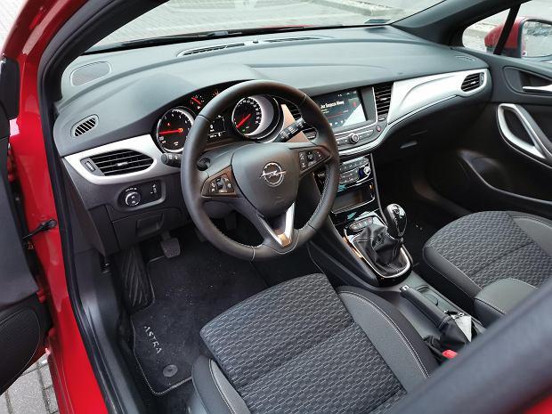Opel Astra 1.2T 130 KM