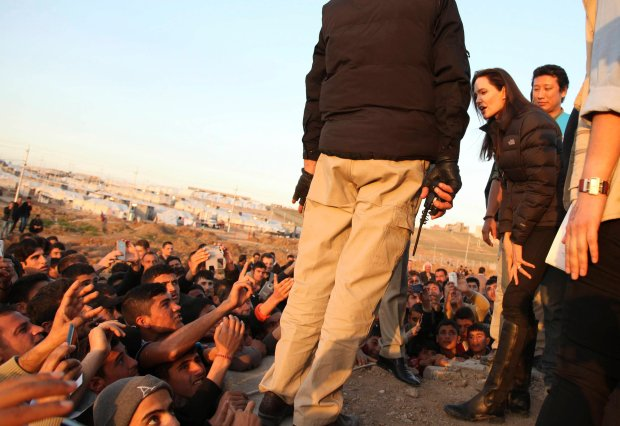 Actress and special envoy of the U.N. High Commissioner for Refugees (UNHCR) Angelina Jolie visits a Kurdish refugee camp in Dohuk, northern Iraq January 25, 2015. Jolie paid a visit to the camp on Sunday and said the international community was not doing enough to help. REUTERS/Ari Jalal (IRAQ - Tags: CIVIL UNREST SOCIETY IMMIGRATION ENTERTAINMENT POLITICS)