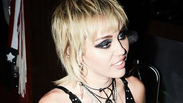 Miley Cyrus w fryzurze modern mullet