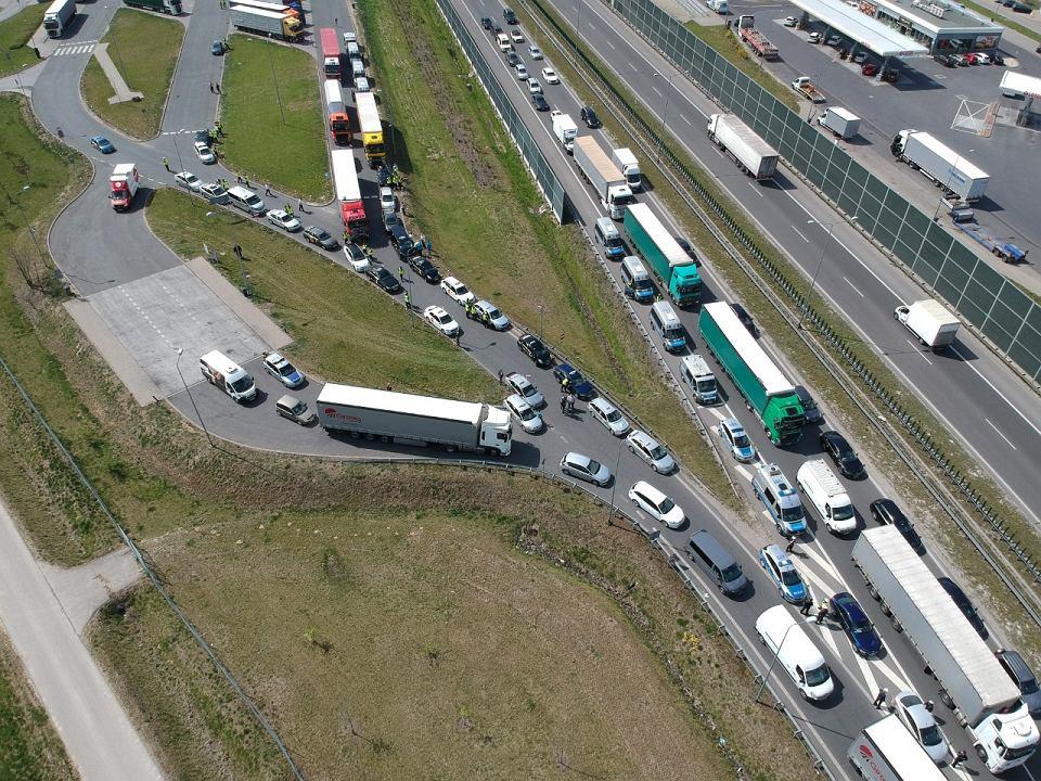 Taksówkarze blokują autostradę A2. Tworzą się korki