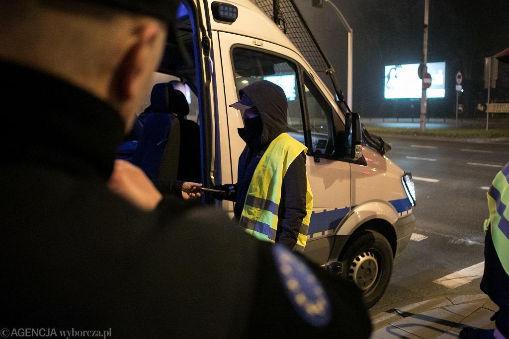Policjanci. Radiowóz. Zdj. ilustracyjne