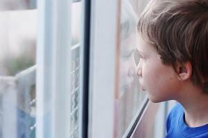 Koronawirus. Specjalny zasiłek opiekuńczy dla rodziców, którzy zostają z dziećmi w domu. Ale specustawa pominęła rodziców dzieci niepełnosprawnych