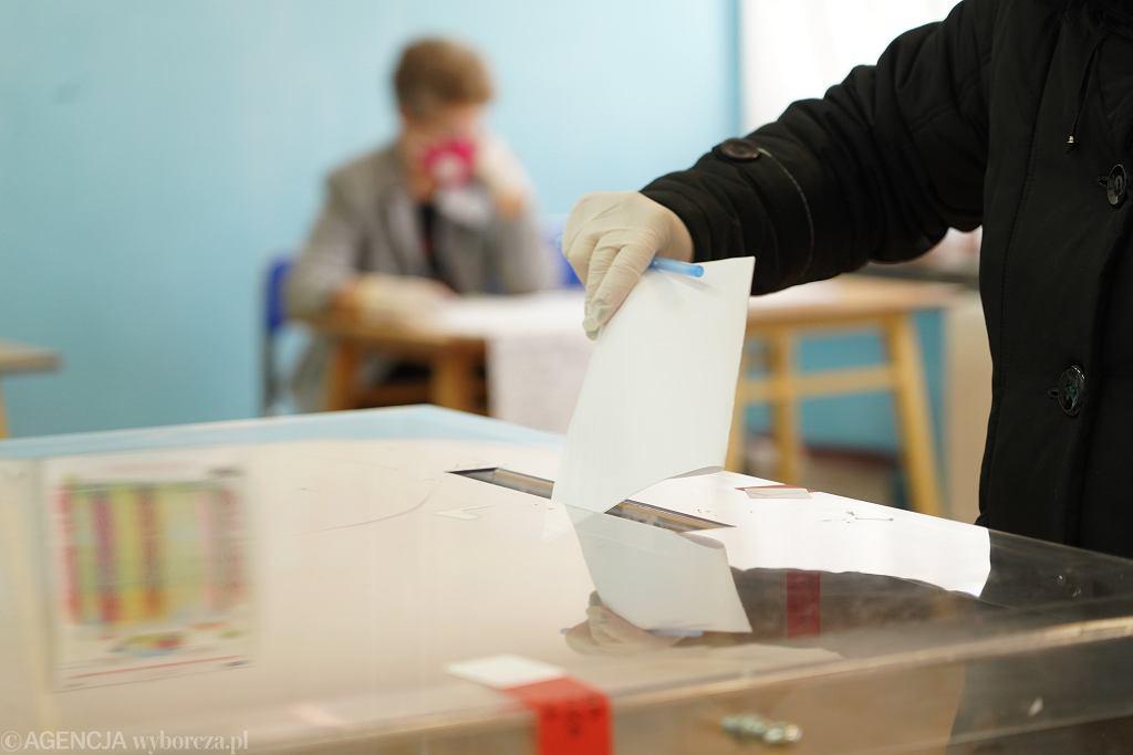 Wybory uzupełniające podczas epidemii koronawirusa w Bemowie Piskim