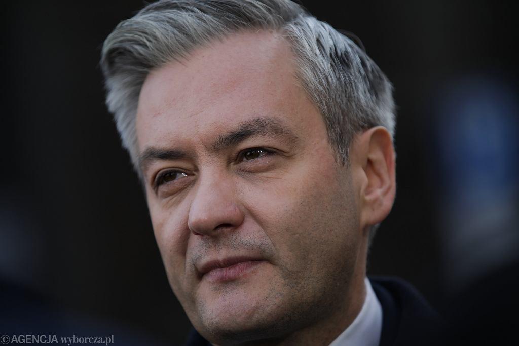 Robert Biedroń, kandydat Lewicy na prezydenta RP. Co z wyborami prezydenckimi w trakcie pandemii koronawirusa?