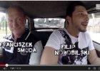 Franciszek Smuda na przejażdżce Maluchem: - Strach w tym jechać!