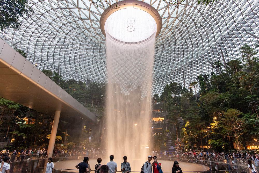 Wodospad na lotnisku Changi w Singapurze