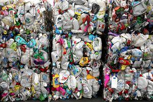 Polska przyjmuje coraz więcej odpadów. A świat już się nimi dusi