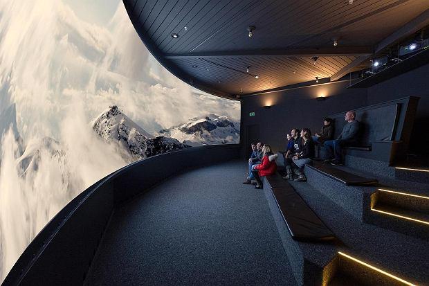 Od sześciu lat na niższym poziomie Piz Glorii istnieje interaktywna wystawa 'Bond World'