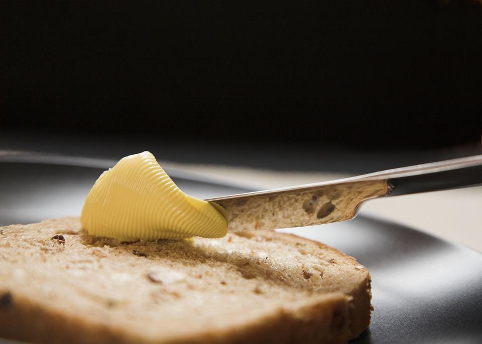 Masło systematycznie tanieje, jego cena w ciągu ostatnich trzech miesięcy spadła już o ponad 25 proc. W hurcie, bo w sklepach ceny trzymają się mocno.