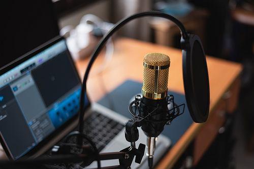 Co to jest podcast? Jakie podcasty cieszą się największą popularnością w Polsce? Zdjęcie ilustracyjne
