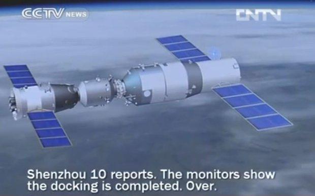 Moment połączenia Shenzhou 10 i stacji Tiangong