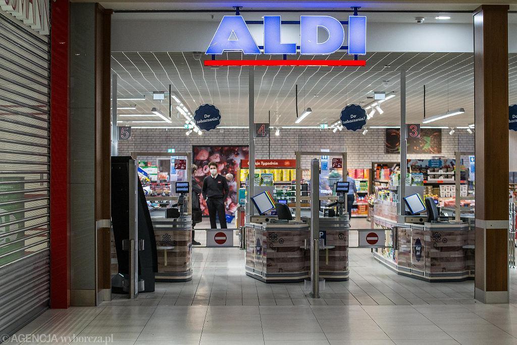 Sklep Aldi w bydgoskich Zielonych Arkadach zajmuje dwa tys. metrów kwadr. powierzchni z tego część sprzedażowa ma 1300 metrów. Ulokowany został na poziomie -1 galerii. Mimo tego, że sieć nie prowadziła wielkiej kampanii reklamowej nowego marketu na jego otwarciu nie zabrakło łowców okazji.