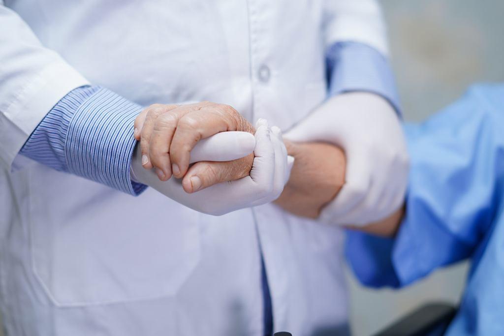 Pielęgniarka udawała, że ma koronawirusa. Zrobiła to w ważnym celu. 'To mogło skończyć się tragicznie'