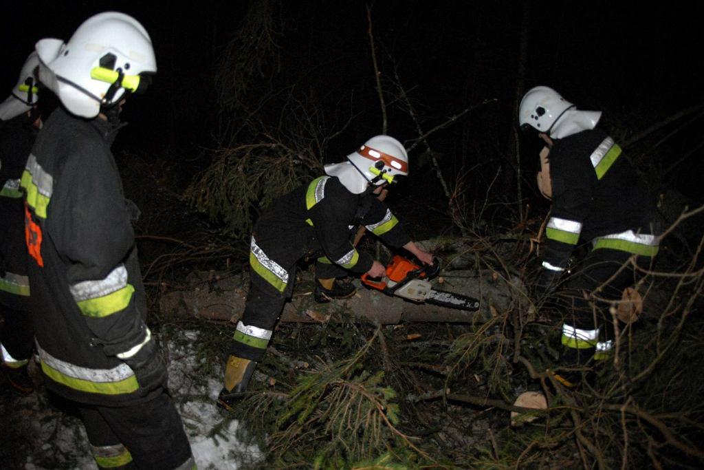 Strażacy walczą ze skutkami wichury