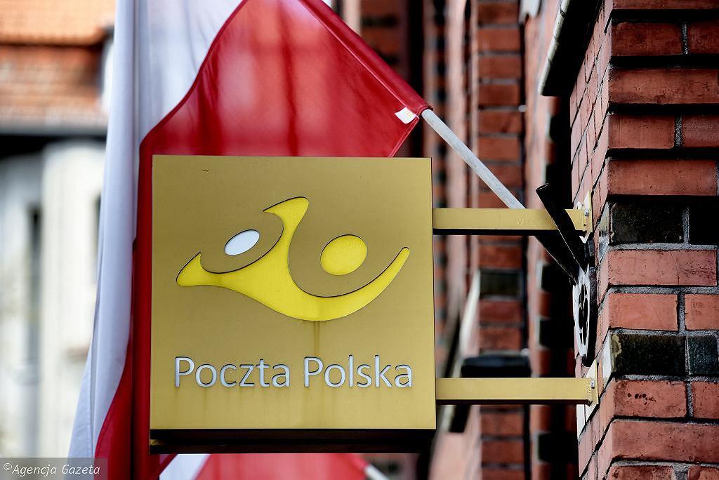Poczta Polska wprowadza zmiany. Od 1 maja nalepka R zamiast znaczka (zdjęcie ilustracyjne)