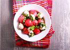 Orzeźwiające sałatki z arbuza, które przygotujesz łatwo i błyskawicznie. Nie tylko na słodko [PRZEPISY]