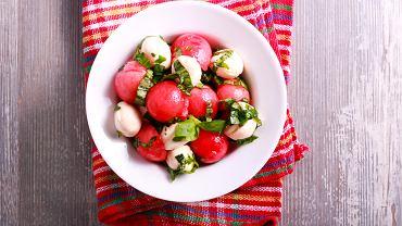 Prosta sałatka z arbuza i mozzarelli