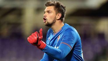 Bartłomiej Drągowski podczas meczu Fiorentiny (Serie A). Źródło: Twitter