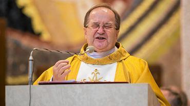 Ojciec Tadeusz Rydzyk podczas mszy świętej koncelebrowanej w rocznicę wstąpienia Karola Wojtyły na tron papieski. Kraków, 22 października 2015
