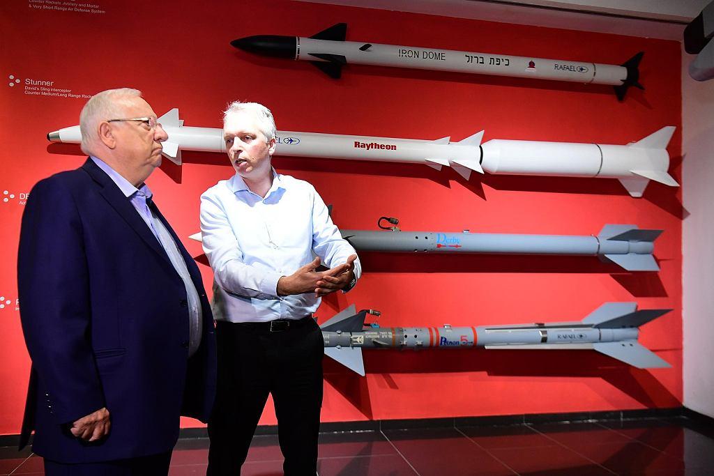 Oficjalna wizyta prezydenta Izraela Reuven Rivlina w zakładach koncernu Rafael, produkującego antyrakiety systemu Żelazna Kopuła i Proca Dawida. Pierwszy jest na górze, drugi tuż pod nim