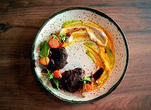 Policzki wołowe, 4 razy marchew, puree z selera, sos z buraków i porto - ugotuj