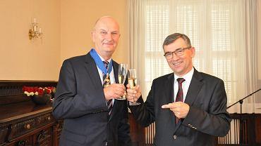 Premier Brandenburgii Dietmar Woidke (po prawej) odebrał w Berlinie Krzyż Komandorski z Gwiazdą Orderu Zasługi RP