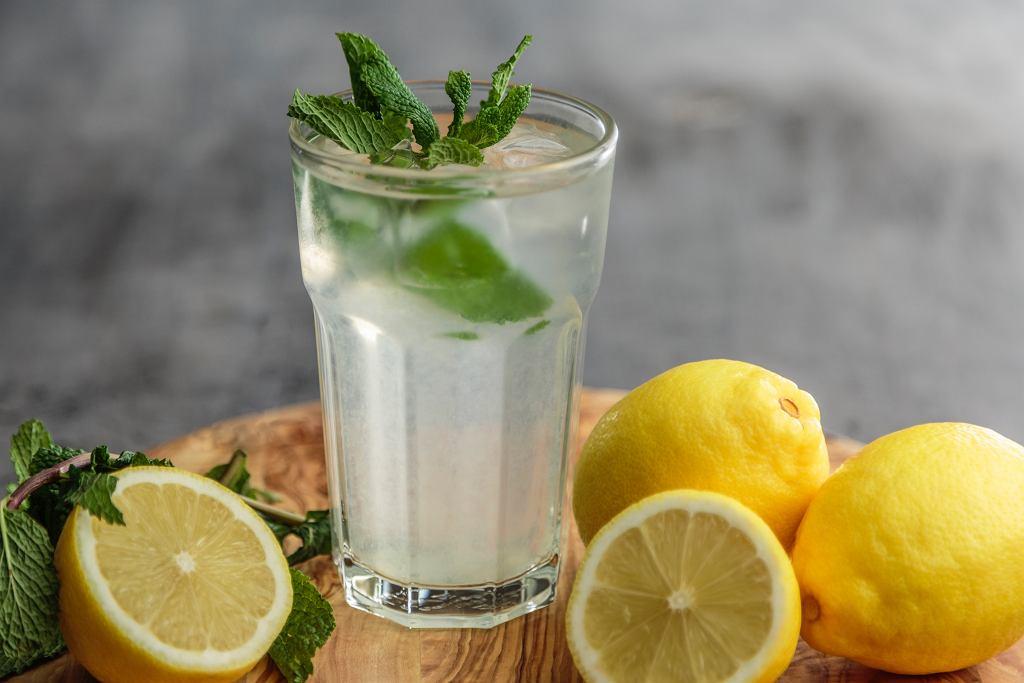 sassy water sposób na płaski brzuch