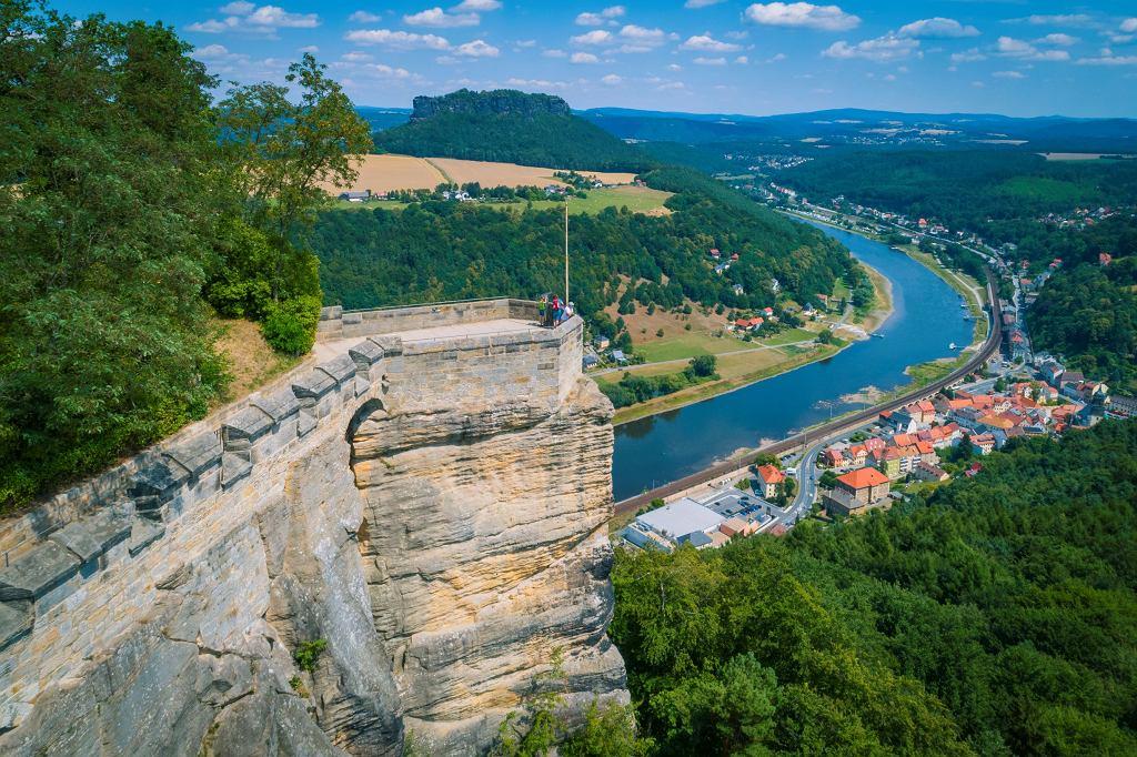 Dolina Łaby i miasto Königstein, widok z Twierdzy Königstein