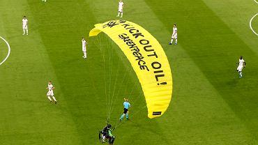 Greenpeace tłumaczy się z incydentu w meczu Francja - Niemcy