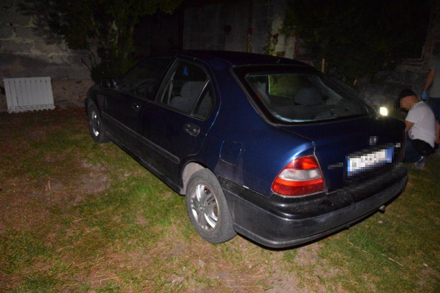 Samochód zabezpieczony przez policjantów