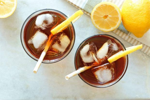 Jak zrobić mrożoną herbatę (ice tea)? Niezbędne składniki i 3 proste przepisy