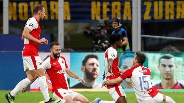 Liga Mistrzów. Peter Olayinka ze Slavii Praga cieszy się z gola strzelonego Interowi Mediolan