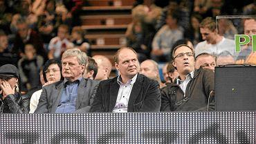 Artur Popko (w środku)