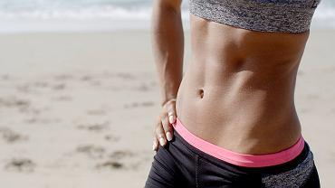 Trzy ćwiczenia na płaski brzuch, które możesz zrobić w domu