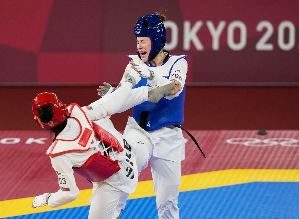 Aleksandra Kowalczuk (z prawej) na igrzyskach olimpijskich Tokio 2020. Walka ćwierćfinałowa