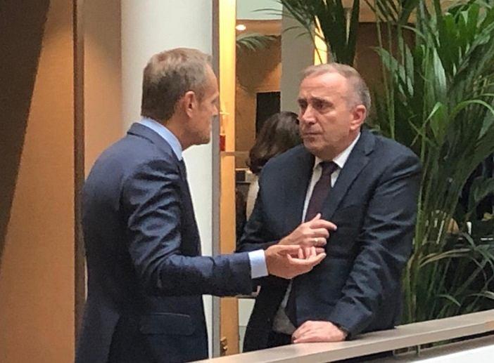 Grzegorz Schetyna podczas rozmowy z Donaldem Tuskiem