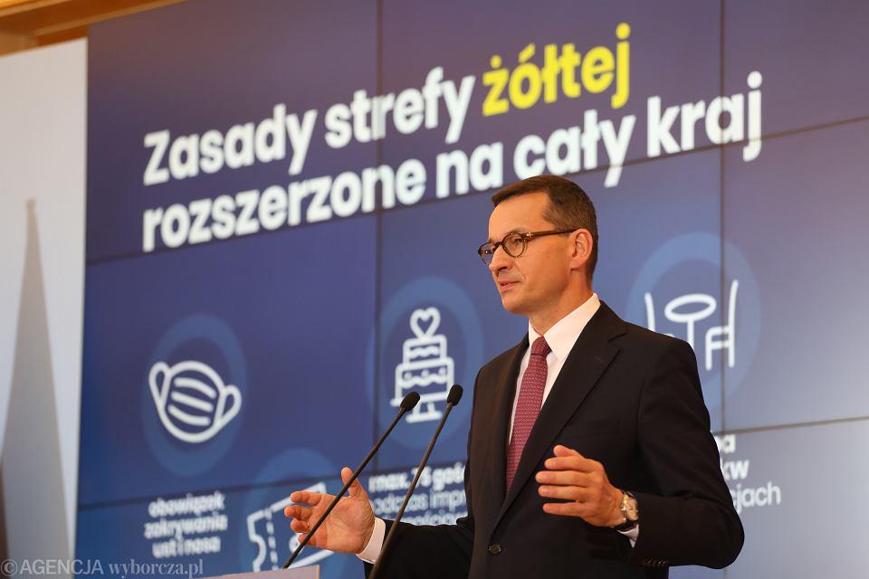 Premier rządu PiS Mateusz Morawieckiego, oraz minister zdrowia Adam Niedzielski podczas konferencji prasowej. Dziś padł kolejny rekord zachorowań na koronawirusa. Warszawa, KPRM, 8 października 2020