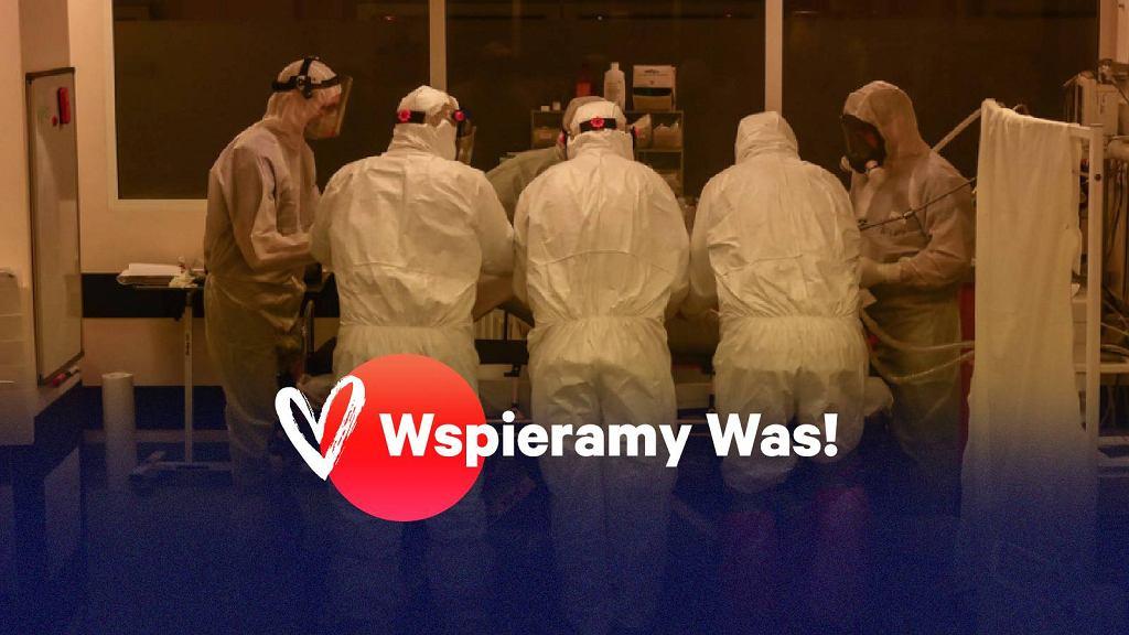 Lekarze ze szpitala w Poznaniu w trakcie pracy podczas pandemii