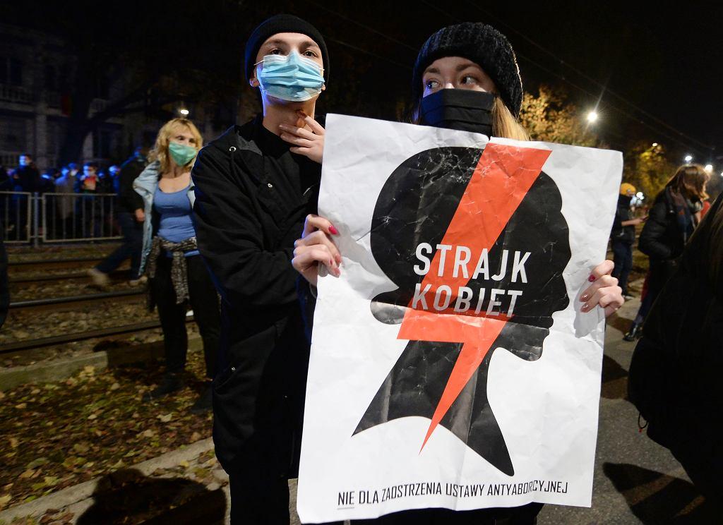 Polki i Polacy wychodzą na ulice po decyzji TK ws. aborcji. Protesty odbywają się w kilkudziesięciu miastach (zdjęcie ilustracyjne)
