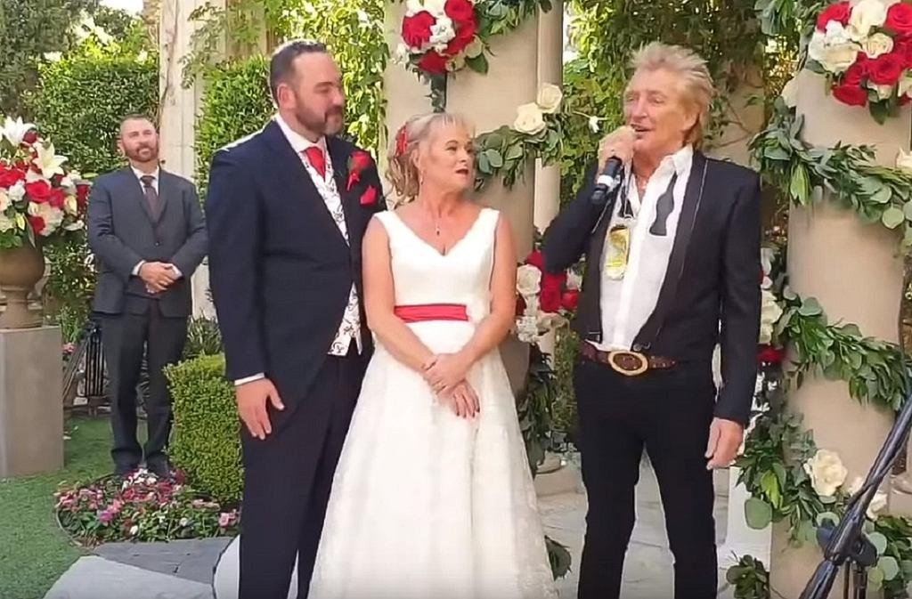 Rod Stewart Surprises British Newlyweds with Impromptu Wedding Performance