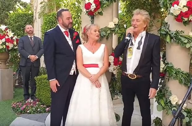 Rod Stewart Surprises British Newlyweds with Impromptu Wedding Performance