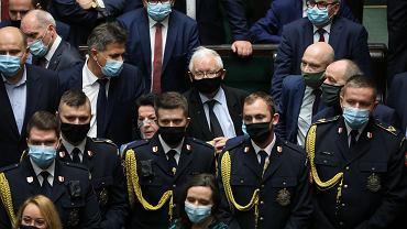 Blokada Strajku Kobiet. W Sejmie o aborcji. Kaczyński otoczony przez posłanki opozycji
