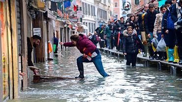 Już piąty dzień Wenecja zmaga się ze skutkami powodzi.